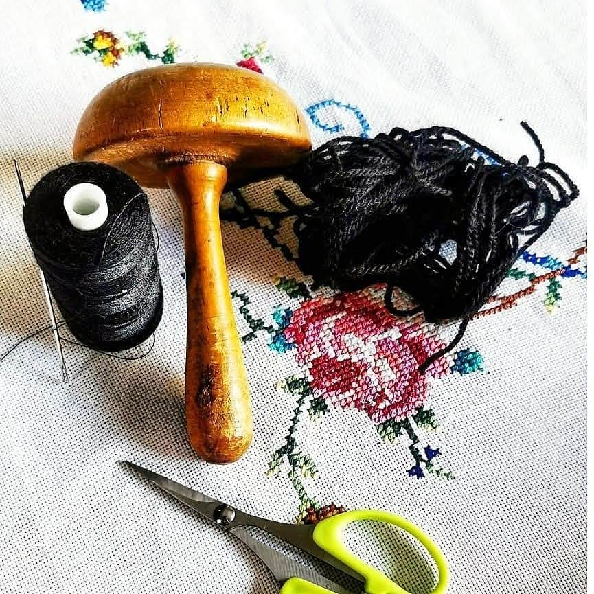 Simple darning tools